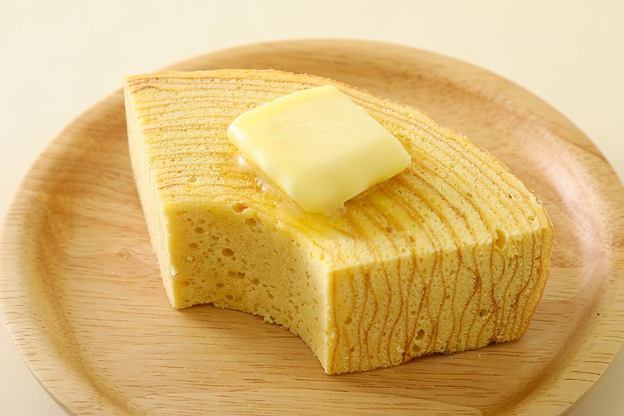 焼きたてバウムクーヘン440円。トッピングはバター110円、バニラアイス110円、メープルシロップ110円