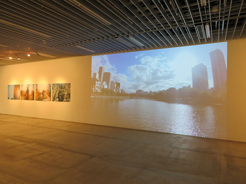 写真家・野口里佳による「中之島ポスタープロジェクト」と、船から見た現在の中之島の映像。撮影編集:松見拓也 協力:一本松海運株式会社
