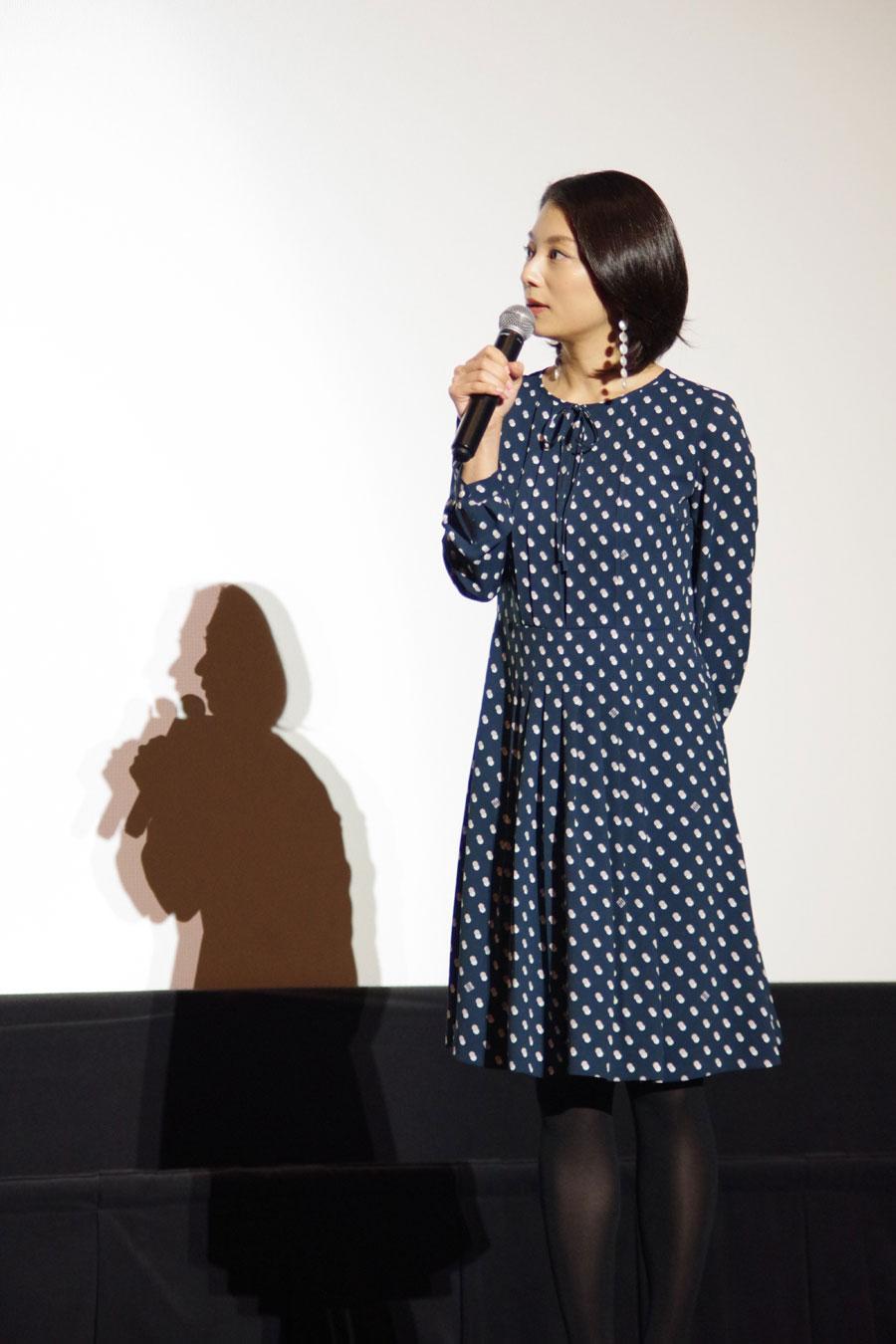映画版『グッドバイ~嘘からはじまる人生喜劇~』で美貌を隠して我が道を生きるパワフル女・キヌ子を演じる小池栄子(1月29日・大阪市内)