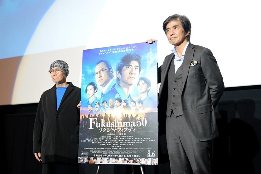 『Fukushima 50』の舞台挨拶にて。左から火野正平、佐藤浩市(2月10日撮影)