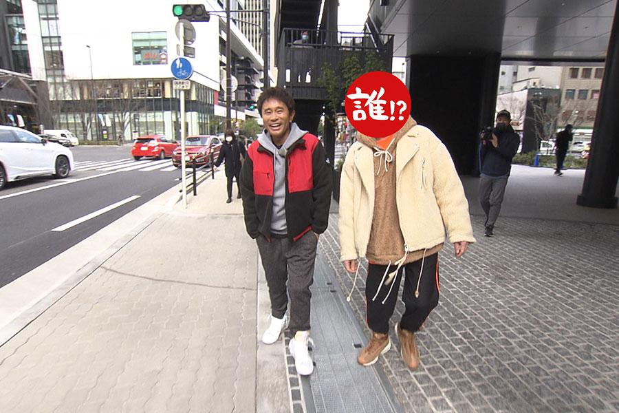 プライベートでも浜田と親交が深い相方は、過去の大失態をお詫びするための接待ロケを敢行する(写真提供:MBS)