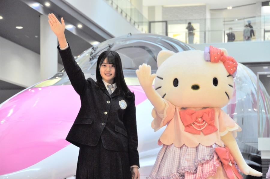 ハローキティ新幹線展、異なるデザイン登場に「写真撮って」