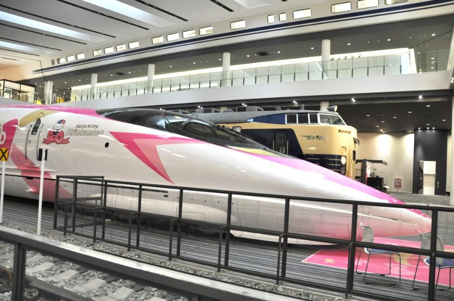 博物館内の500系新幹線も「ハローキティ新幹線」仕様にラッピング(2月22日・京都鉄道博物館)