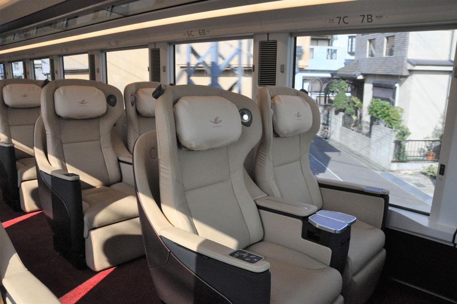 プレミアム車両は、全席3列シート・本革の座席(2月5日)