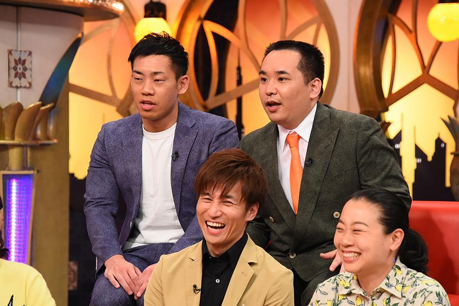 前列左から、今井マサキ、いとうあさこ、後列左からミルクボーイ ©KTV