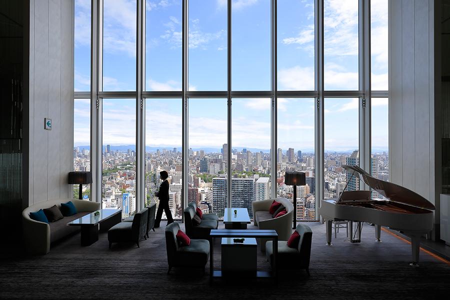 眺望が魅力のLOUNGE PLUSは、あべのハルカスの19階