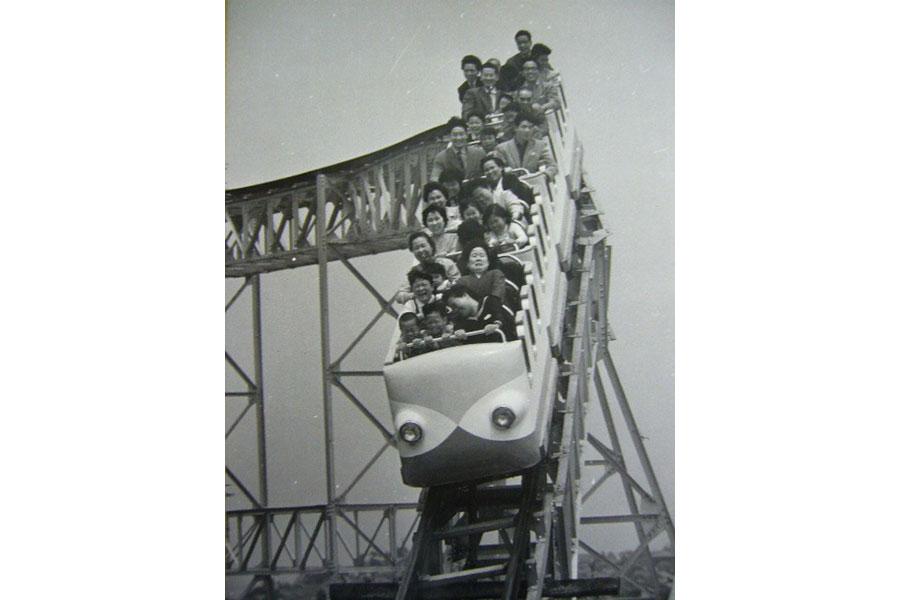 『卒園展〜みさき公園63年間のあゆみ〜』では乗り物など、懐かしい写真展示も