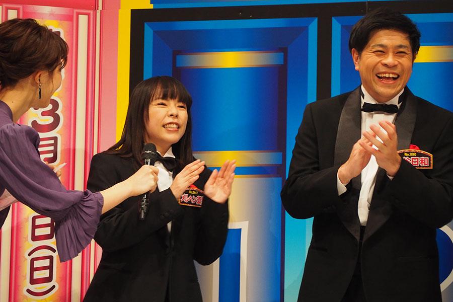 沢口靖子の物まねでおなじみのメルヘン須長(左)、守谷日和(18日・大阪市内)