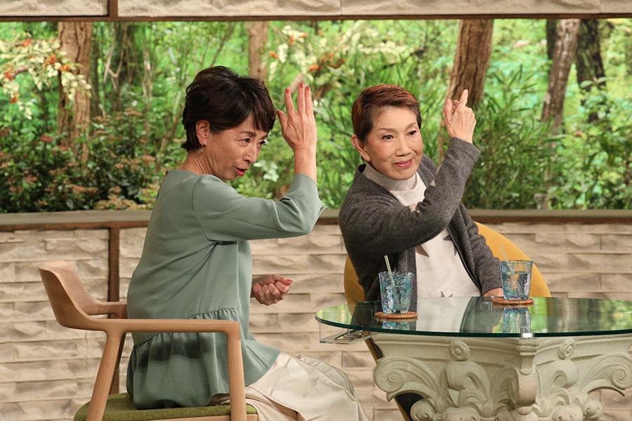 左から阿川佐和子、水前寺清子(写真提供:MBS)