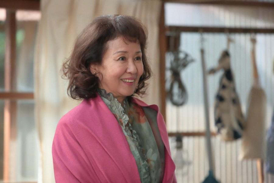 第112回より。陶芸家・川原喜美子に会いたいとやってきたアンリ(烏丸せつこ)