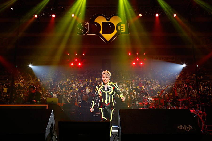 『LIVE SDD 2020』に初登場した西川貴教(15日・大阪城ホール)写真:LIVE SDD 2020 official photo