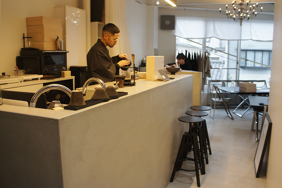 卵かけご飯が提供されるとはおもえないスタイリッシュな空間の「zawa coffee」(大阪市福島区)