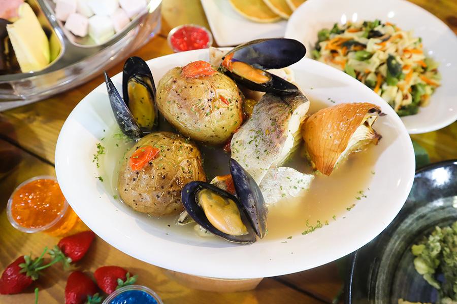 魚介のアクアパッツァ