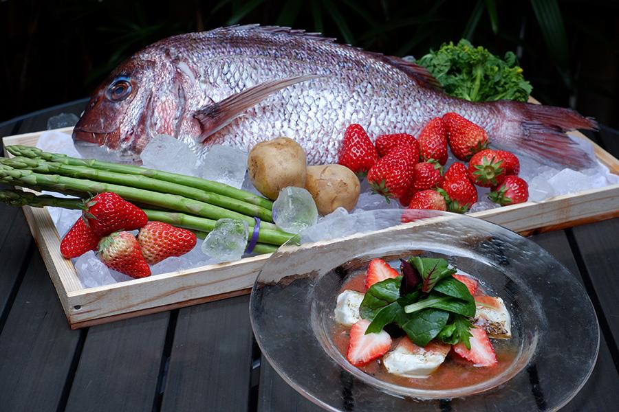 「春風ホワイト」のペアリングメニュー「炙り鯛の南蛮酢漬けとイチゴのサラダ仕立て」