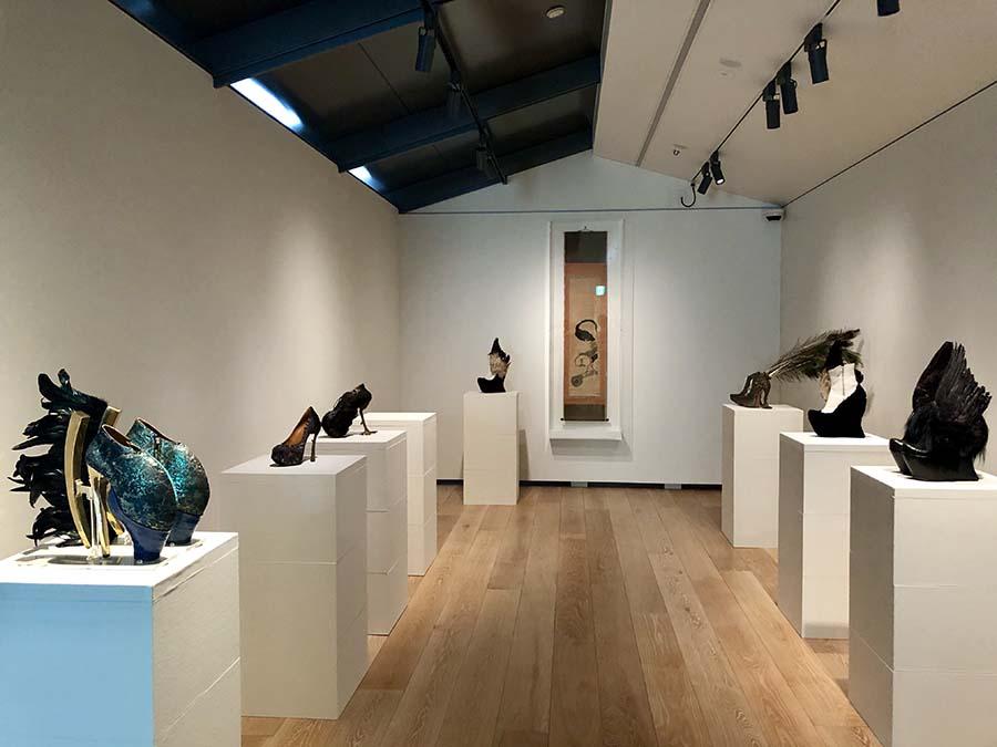 幻想的な靴の作品で知られるアーティスト・串野真也が若冲にインスパイアされた作品