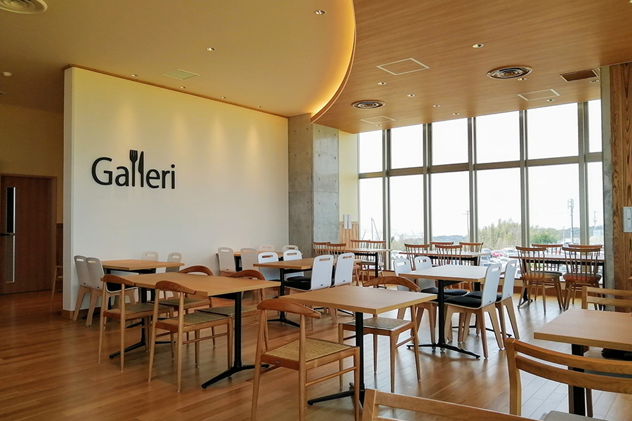 「Galleri(ギャルリ)」はデンマーク語で桟敷の意味。全面ガラスで覆われた開放的な店内