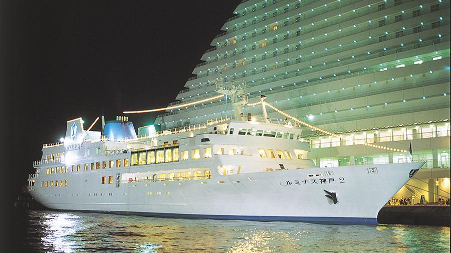 夜の「ルミナス神戸2」船体