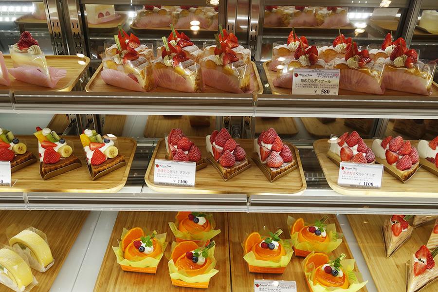 アローツリーで販売されるケーキ、イートインでは芦屋限定のメニューも