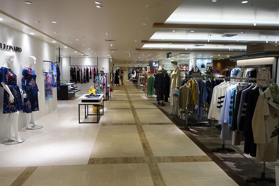 芦屋大丸では、ファッション、サービス、食料品店などを地下1〜2階で展開