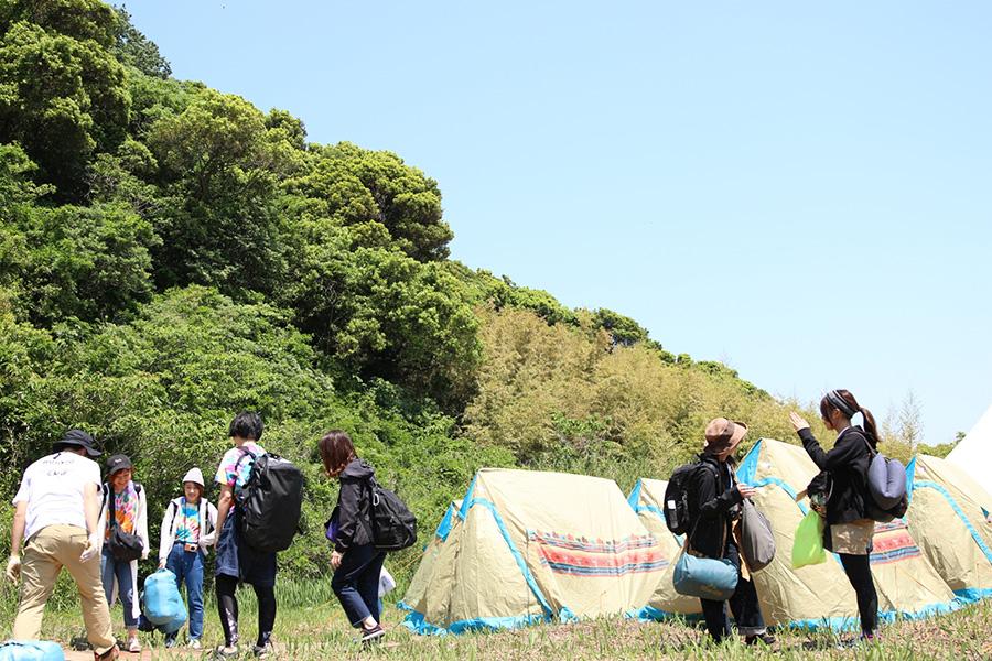 テーマは参加型の「DIYキャンプ」。宿泊テントはレンタルが可能。2018年の様子