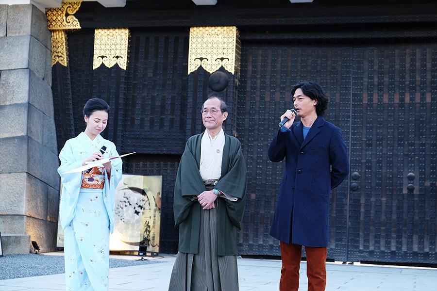 門川大作京都市長(左から2番目)と、ネイキッド代表の村松亮太郎さんが初日のオープニングセレモニーに登場した