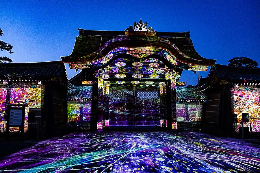 唐門を鮮やかに彩る桜がテーマのプロジェクションマッピング