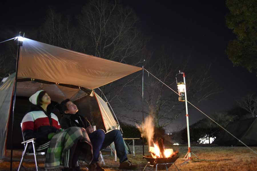 遮るものがないため、夜には空一面の星を眺めながらのキャンプも体験できる