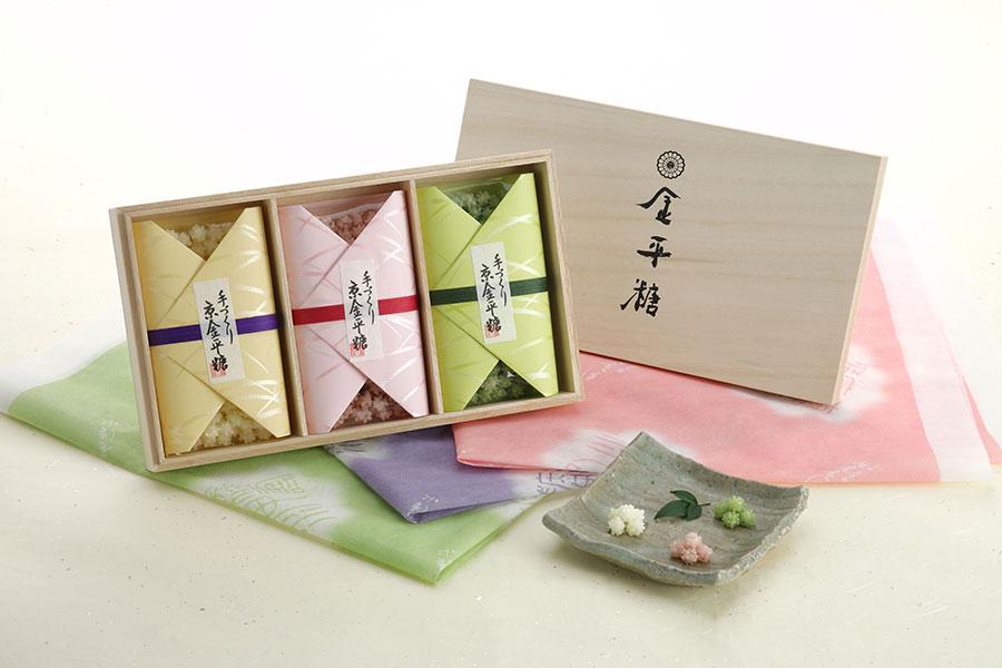 「緑寿庵清水」の金平糖。本店限定 桐箱三種入180g・3672円。噛むとあっさりとした上品な味が広がる。