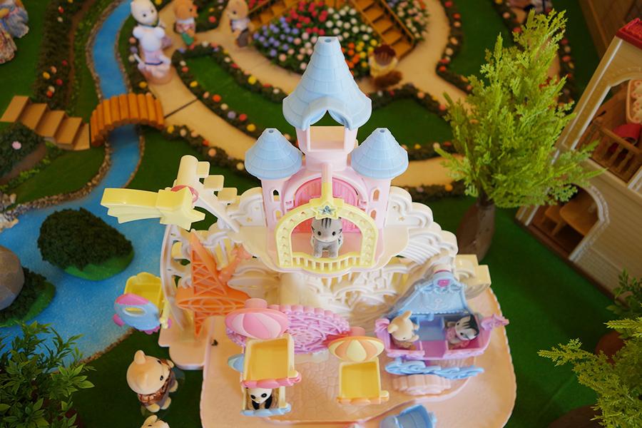 4月に販売される「お城のゆめいろゆうえんち」のおもちゃは、「シルバニアファミリー歴史館」のジオラマでいち早く見ることができる