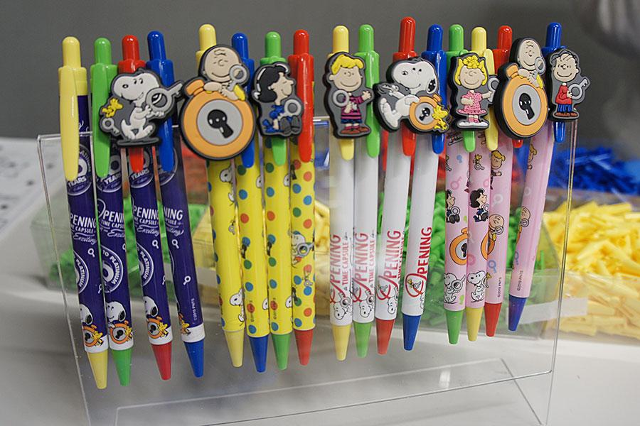 「オリジナルボールペン」(990円)。ペンの軸4種、ラバー7種、部品4種、インク4色を自由にカスタマイズ