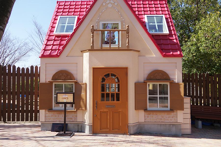 「シルバニアパーク」への入口はこちら。「はじめてのシルバニアファミリーの赤い屋根のお家」を再現
