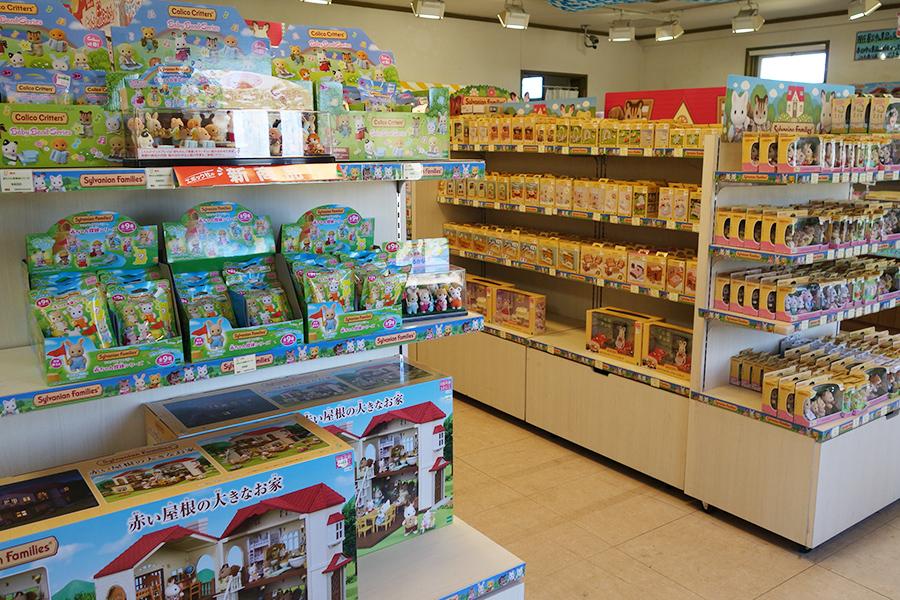 「森のマーケット」ではシルバニアファミリーのグッズも販売。ハズレなしのくじも人気