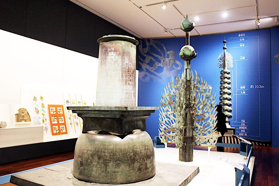 東塔解体修理に伴い新調され、役目を終えた奈良時代の水煙(2月27日・あべのハルカス美術館)
