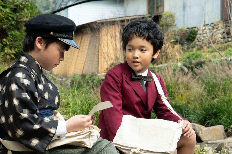 悩む裕一(石田星空)を励ますクラスメートの佐藤久志(山口太幹)(C)NHK