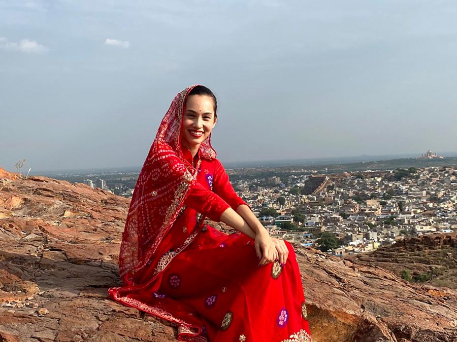 「ブラを捨て旅に出よう ~水原希子の世界一周ひとり旅~」で、インドを旅する水原希子の姿。Huluで独占配信© Hulu Japan