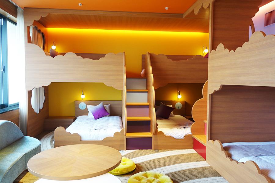 休館中の「ホテル ユニバーサル ポート ヴィータ」、6名で宿泊できる「レインボールーム」