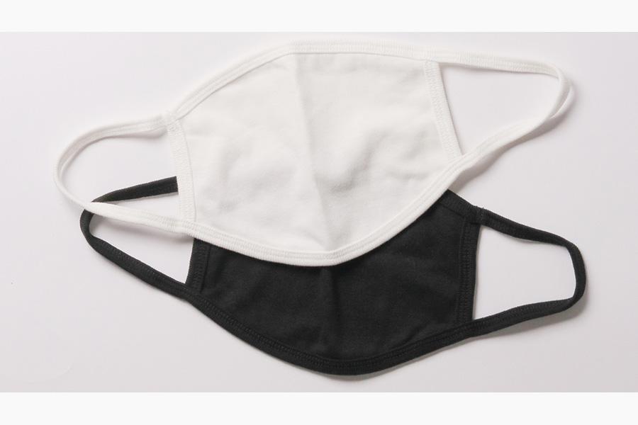 マスクはホワイト・ブラックの2色展開。サイズは高さ14センチ、幅18センチ、ヒモ17センチ