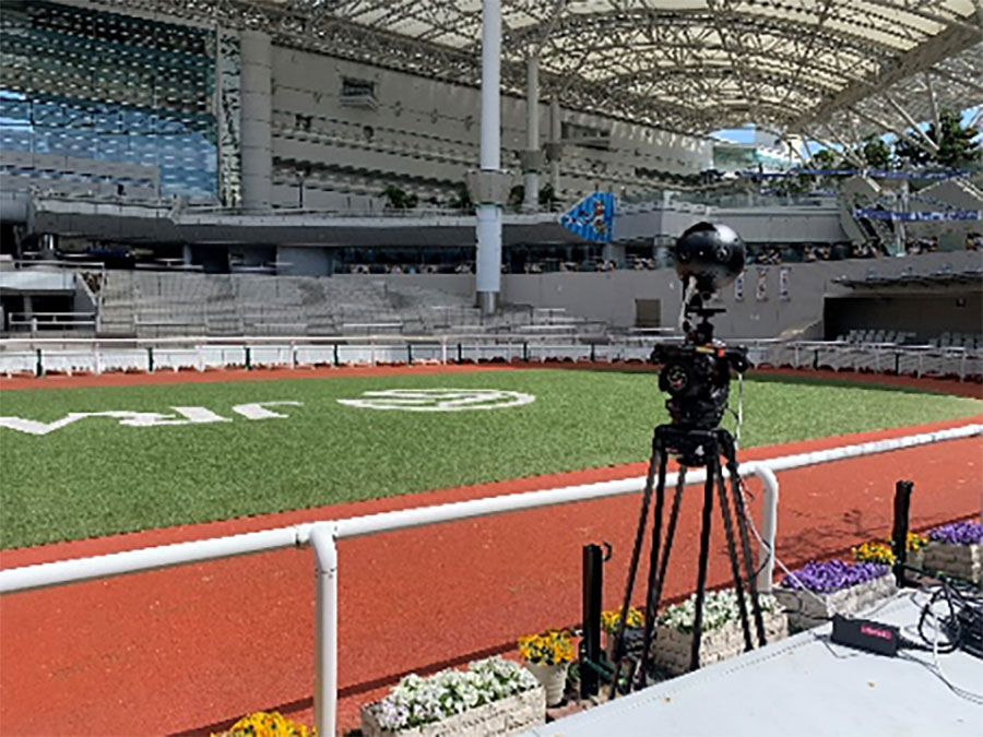 パドックの外側に無人で運用できる360度カメラ(Insta360pro)を設置