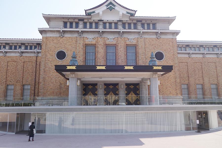 開館を延期している「京都市京セラ美術館」