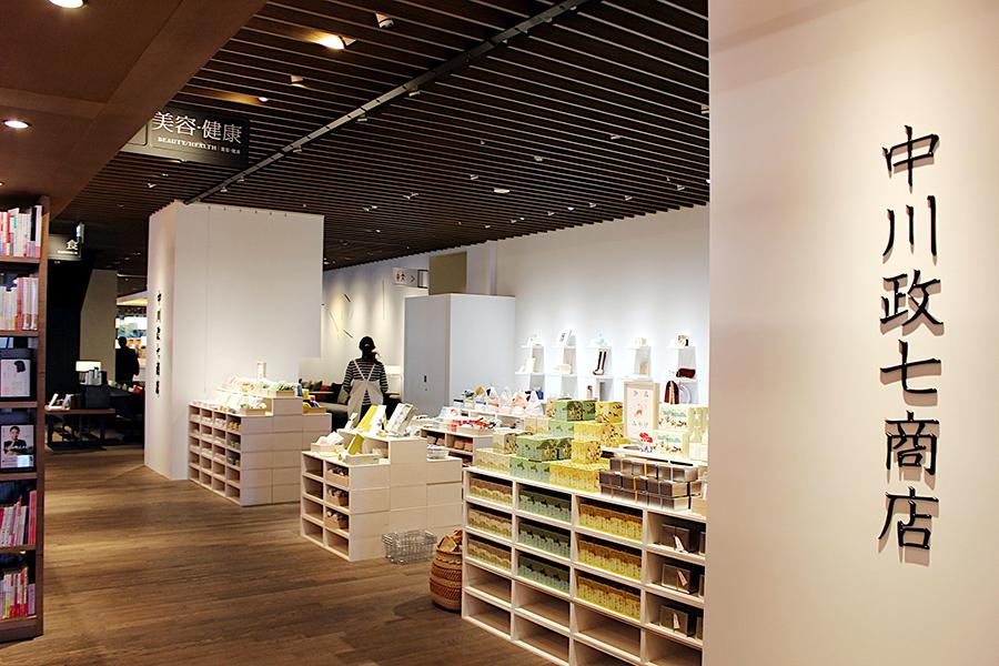 奈良らしいお土産・贈り物になる商品や日本の工芸の今として、国内工芸メーカー商品を扱う売り場(約17坪)