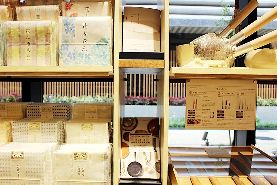 中川政七商店が提案するくらしの道具と蔦屋書店の選書がお互いに連動する工夫