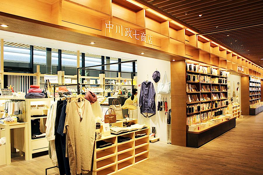 日本の工芸をベースにした衣・食・住に関する雑貨を扱う中川政七商店の売り場(約32坪)
