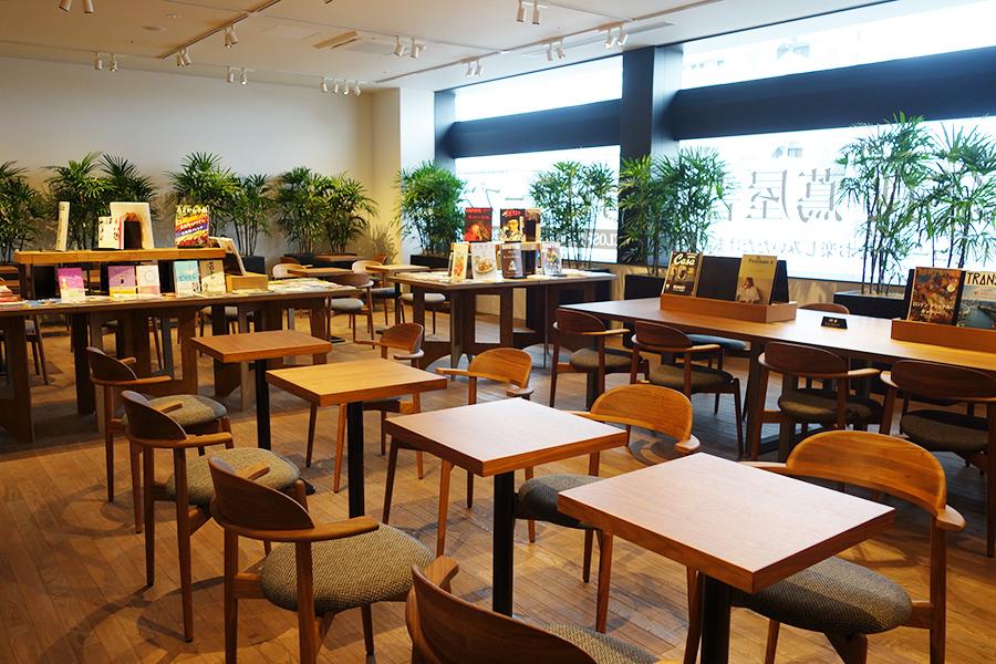 2階には飲食店が期間限定で登場、オープン時はビールなどが楽しめる予定