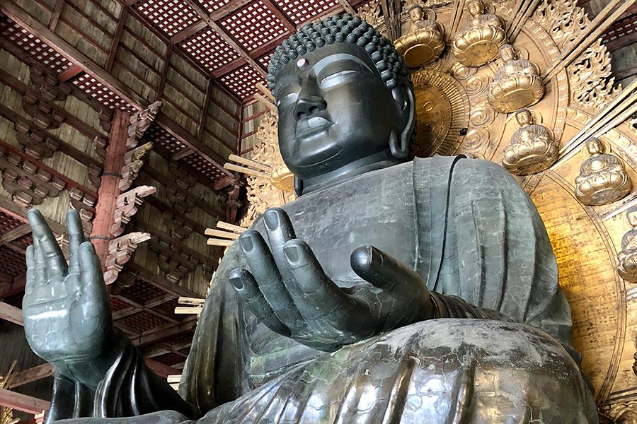 「奈良の大仏さん」でおなじみの国宝・盧舎那仏像(奈良・東大寺)