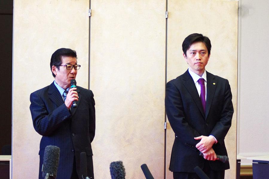 一緒に囲み取材をおこなった吉村洋文知事(右)と松井一郎市長(4月14日・大阪府庁)