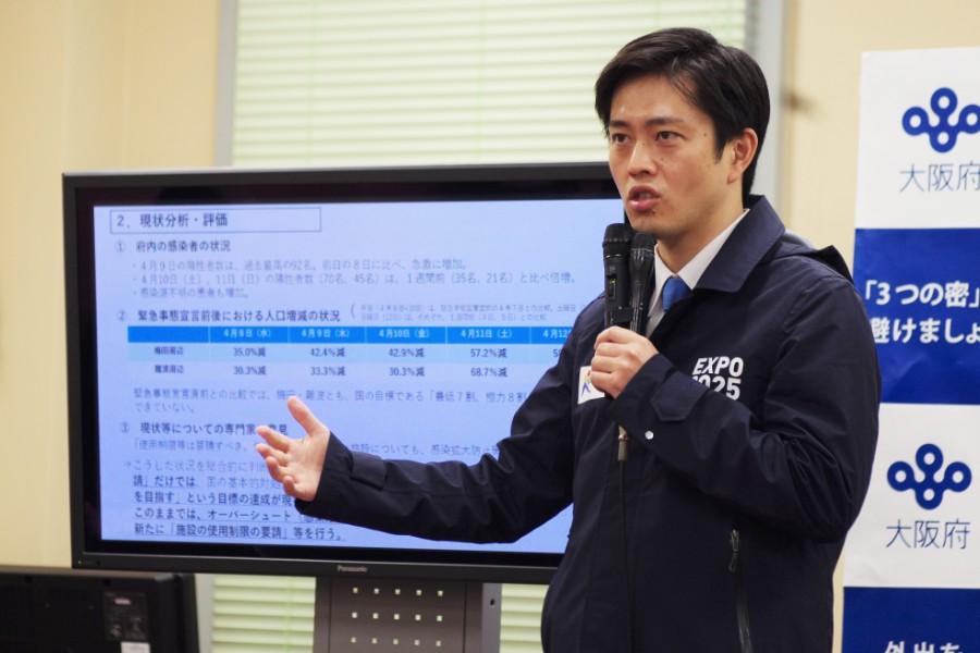 宿泊療養施設について「社会にとって必要な施設なんだ、ということを正面から訴えていきたい」と力説した吉村知事(4月13日・大阪府庁)