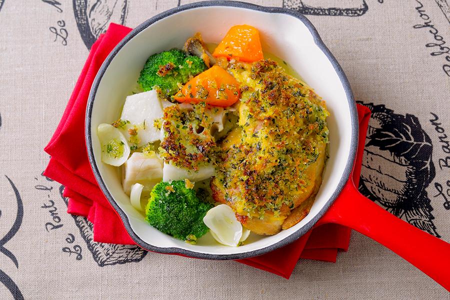レシピが公開された「若鶏肉のコンフィと野菜 ハーブの香り」