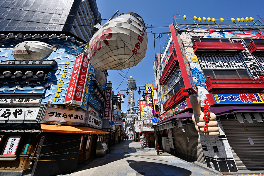 非常事態宣言以降、無人になった大阪・新世界。撮影/バンリ
