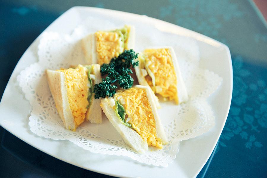 「サンドイッチ ルマン」のエッグサンド853円。刻んだゆで卵と自家製マヨネーズでタルタル風