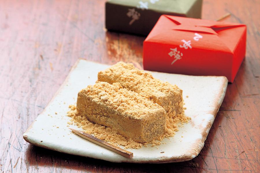 「きねや本舗」の乙女餅(15個入り)1800円。日持ちは、常温で7日程度